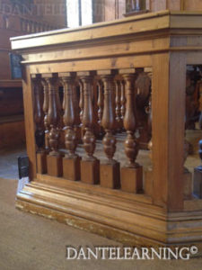 一部焼けた木柱を再利用