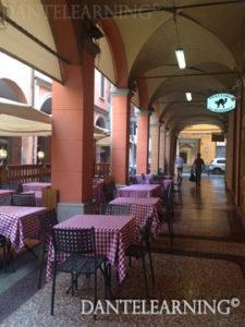ポルティコportico 内のバールで一休み