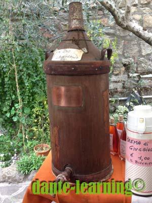 ジュッジョレのリキュールが入った樽